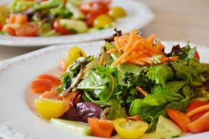 growing aquaponic vegetables